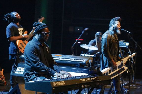 Robert Glasper Experiment, Robert Glasper (keys), Casey Benjamin (as, keys), Derrick Hodge (b), Mark Colenburg (dr), April Jazz Festival, Espoo Finland, Foto Ralf Dombrowski