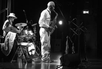 Roscoe Mitchell (sax), Kikanju Baku (dr), Kulturhuset, Stockholm, Foto Ralf Dombrowski