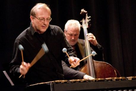 Wolfang Lackerschmid (links) und Bassist Nilson Matta.