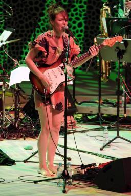 Jazz goes Pop goes Jazz: Bandleaderin und Komponistin Monika Roscher in der Elphie. Foto: Thomas J. Krebs