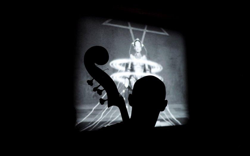 Peter Cudek (b) beim Spiel vor dem Film. Foto: Juan Martin Koch