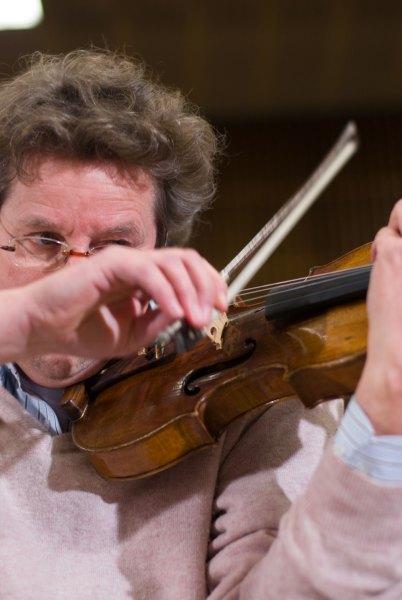So spielt man Violine. Foto: Hufner