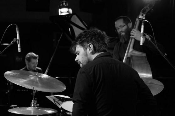 Das Pablo Held Trio beim Release-Tourkonzert im Jazzclub Unterfahrt. Foto: Thomas J. Krebs