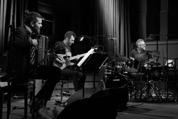 Vincent Peirani Trio in action. Foto: Thomas J. Krebs