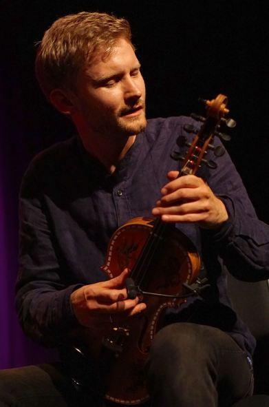 Erlend Apneseth, der mit der Norwegischen Gruppe Frode Haltli Avant Folk und seinem Trio auf dem Nattjazz auftrat. Foto: R. Dombrowski