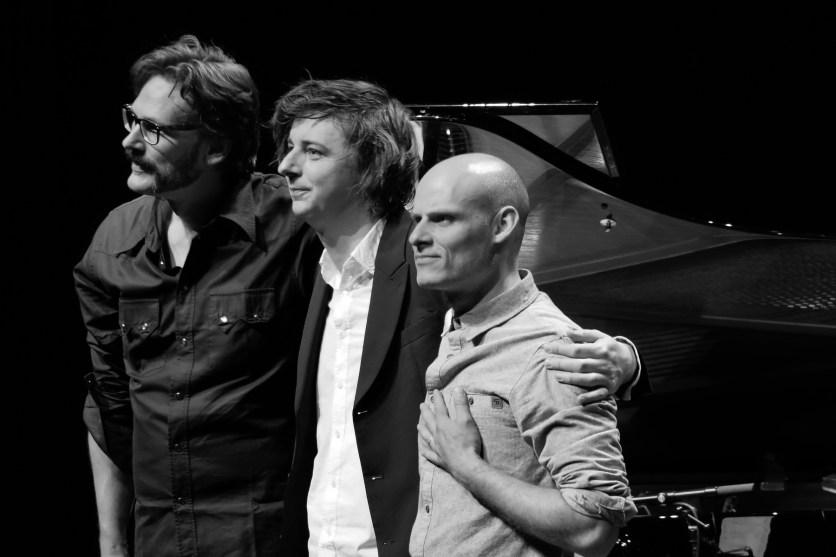 Nach dem Konzert ist vor dem Konzert: Das Michael Wollny Trio. Foto: Thomas J. Krebs