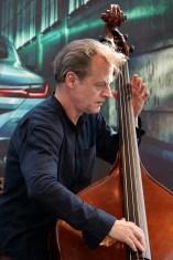 Moutin am Bass. Foto: T. J. Krebs