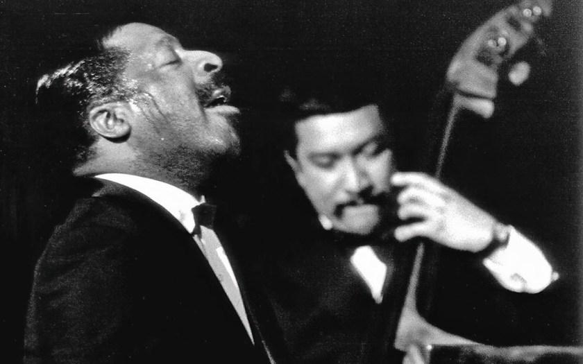 Erroll Garner und Victor Venegas im Mai 1970 in der Berliner Philharmonie. Foto: Bayerisches Jazzinstitut/Ludwig Binder