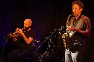 No Tongues mit Matthieu Prual (sax), Alan Regardin (tp), Ronan Prual, Ronan Courty (b). Foto: Ralf Dombrowski