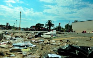 Rubbish in the streets of Jeffreys Bay. Photo: Paul van Jaarsveld 083 521 5093