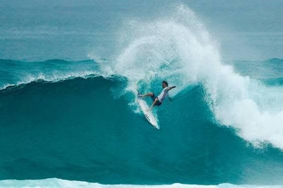 48592b3300 Jordy Smith Wins World Cup of Surfing in Hawaii