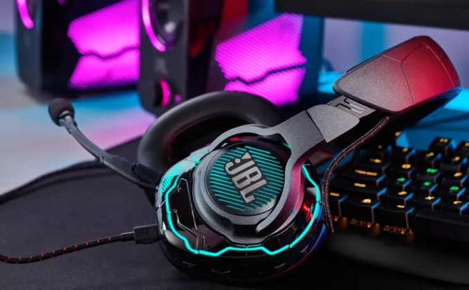 Be at the center of the game with Hi-Res certified JBL QuantumSOUND Signature