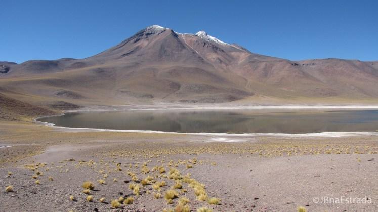 Chile - Atacama - Lagunas Altiplanicas - Laguna e Vulcao Miniques