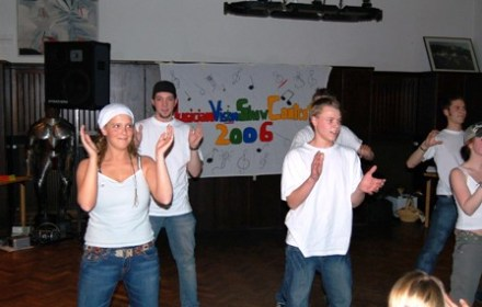 Spieleabend Girl Dance Group 1