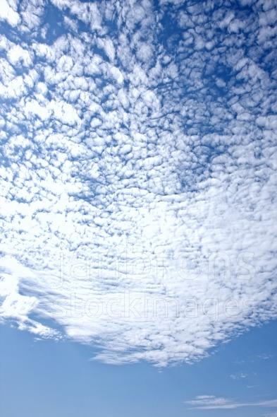 Altocumulus stratiformis perlucidus cloud