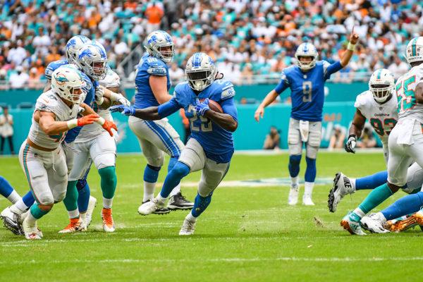Detroit Lions running back LeGarrette Blount (29) finds a hole to run through