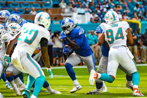 Detroit Lions running back LeGarrette Blount (29) rushes for a touchdown