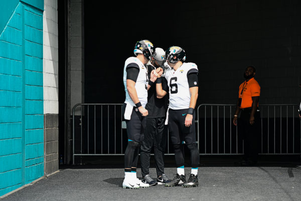 Jacksonville Jaguars QBs huddle before heading to the field