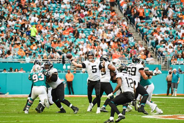 Jacksonville Jaguars quarterback Blake Bortles (5) looks to throw a pass