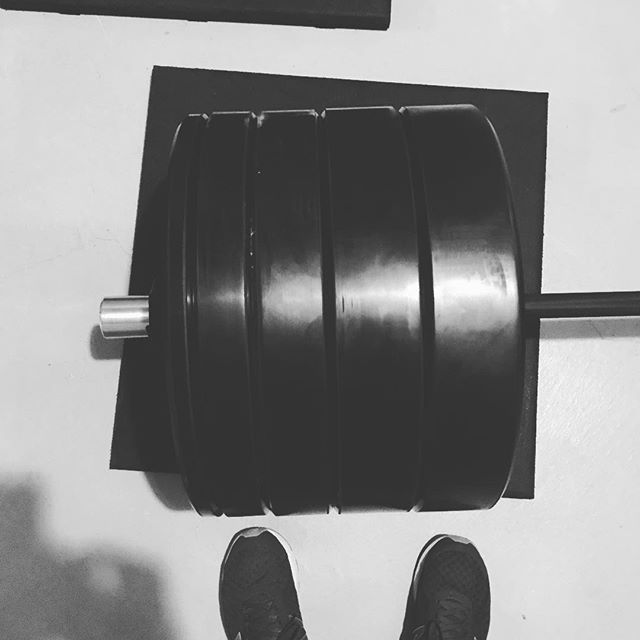 All I want for Christmas  are some more big plates, some more big plates... A fun after work heavy lift session. 🏋