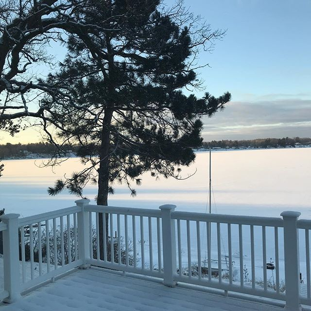 Today looks better than yesterday. A house on a little (frozen) lake means warm showers and heat. A tiny pizza joint with SRV fans, lots of coincidences, and really good pizza! And bonus, the power is back on at the house...I think. 🤞️🥶☃️