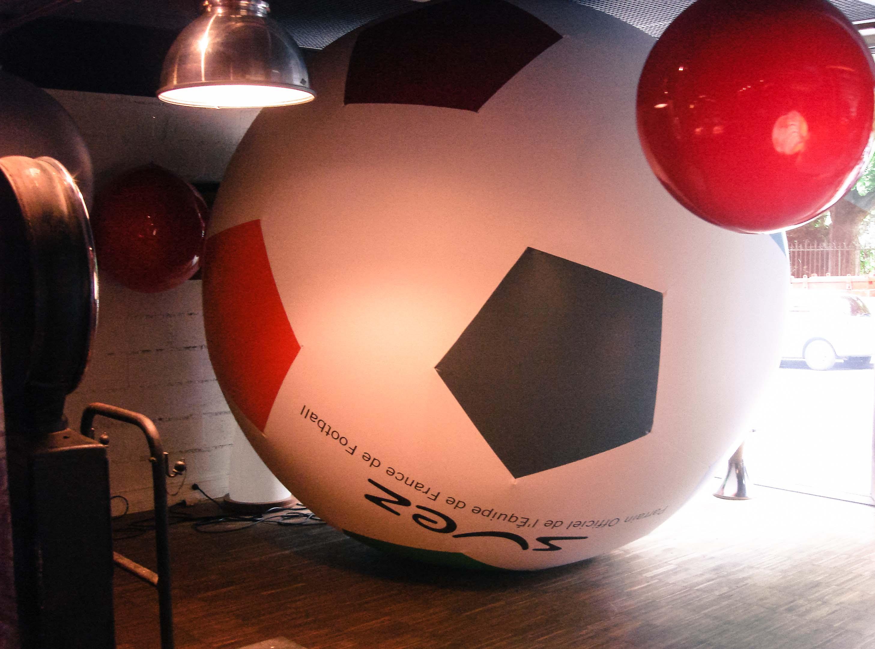 Ballon de football géant