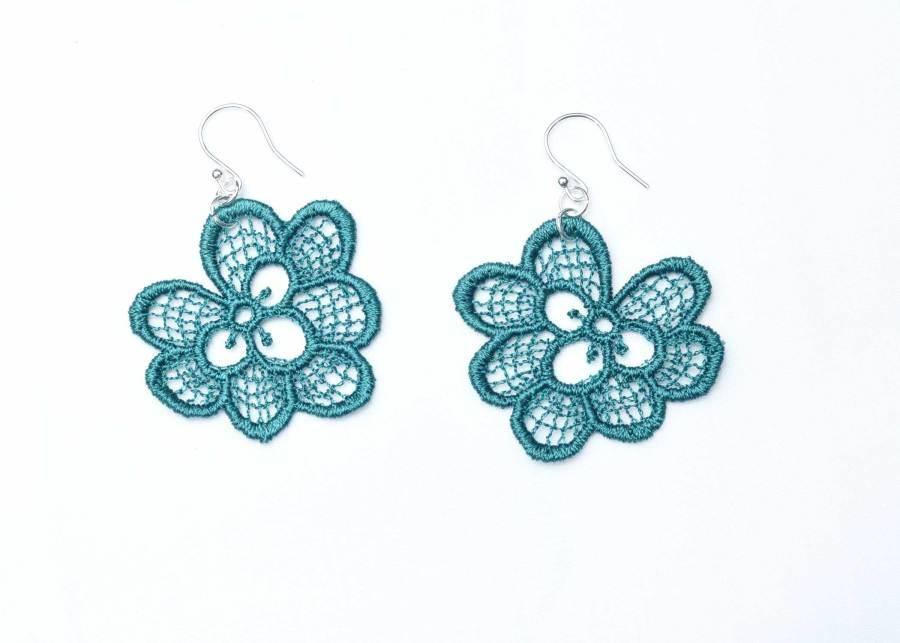 Oakleaf lace earrings in emerald