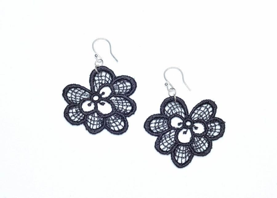 Oakleaf lace earrings in soft black