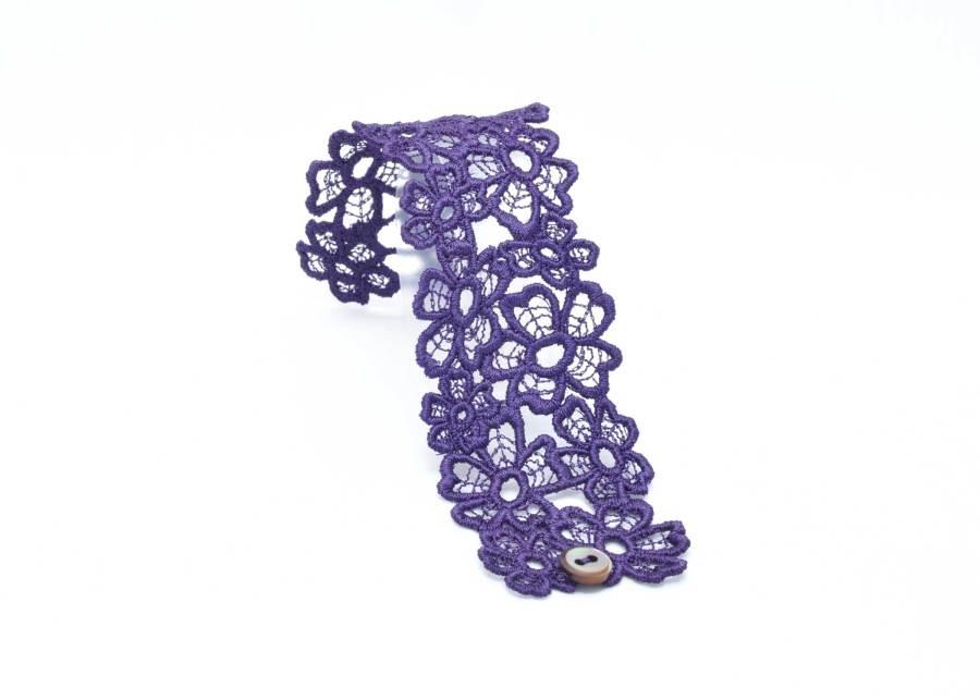 Daisy Dreamer Lace Cuff in Purple