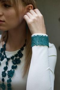 Lace Cuff C4 Emerald