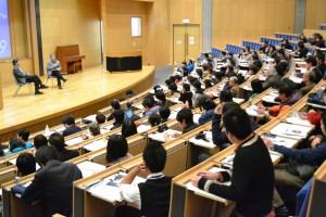 (写真)対談する高畑さんと小森さん=19日、東京・早稲田大学