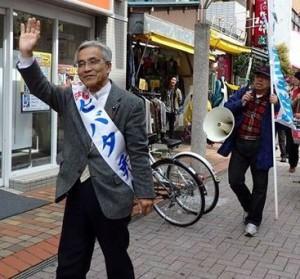 政策を訴えるセバタ候補=12日、東京都江戸川区