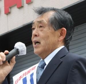 告示第一声で訴える山田候補=21日、東京都大島町