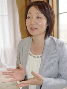 1975年生まれ、千葉県野田市出身。慶応義塾大学文学部卒。欧州外資系企業などに勤務。2011年に「保育所つくってネットワーク」を立ち上げ、15年3月まで代表を務める。足立区西新井在住。