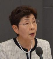 討論するかち佳代子都議=25日、東京都議会(「しんぶん赤旗」提供)