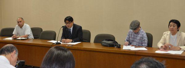 会見するこだま博美市長候補(奥左から二人目)=9月30日、東京都昭島市(「しんぶん赤旗」提供)