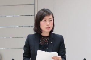 都議会公営企業会計決算特別委で意見を表明する米倉都議