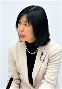 質問する原のり子都議=11日、東京都議会