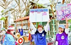 築地市場を守ろうとアピールする人たち=16日、東京都中央区