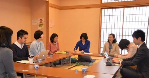 吉良よし子参院議員、町田でママたちと懇談~中学でも全員給食を