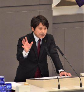 質問する原田都議=2日、東京都議会