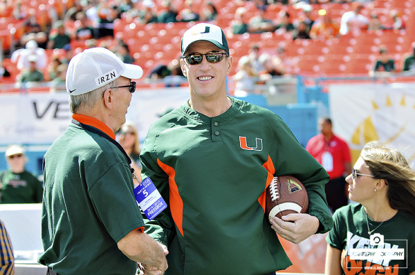 Jim Kelly catches up Hurricane employees
