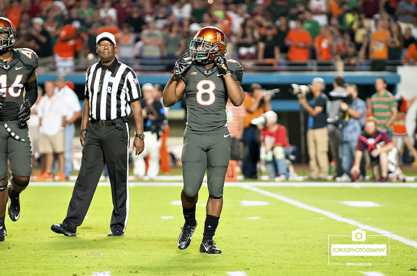 Miami RB #8 Duke Johnson gets ready to take the field for the first time