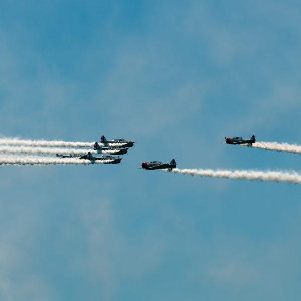geico skytypers perform-aerial tricks