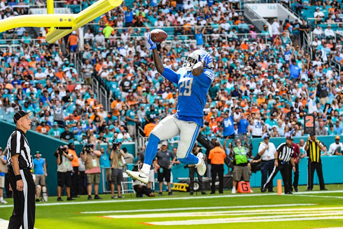 Detroit Lions running back LeGarrette Blount (29) celebrates his touchdown