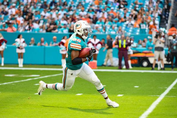 Miami Dolphins running back Kenyan Drake (32) returns the opening kickoff