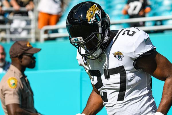 Jacksonville Jaguars running back Leonard Fournette (27)