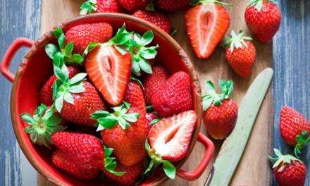 Smoothie fraises, concombre et basilic