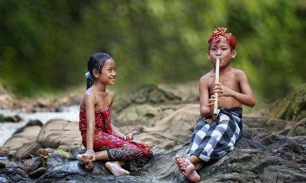 Le quotidien des villages d'Indonésie capturé dans de sublimes photographies