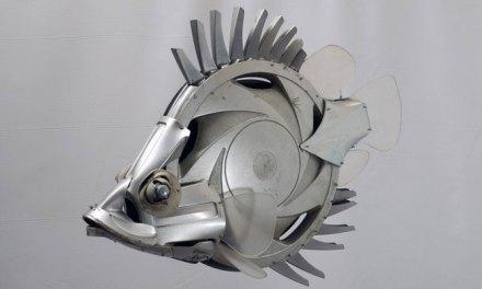 Cet artiste façonne des animaux plus vrais que nature à partir de simples enjoliveurs de voitures
